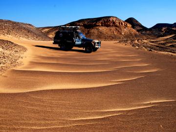 砂漠ツアーラートリップ